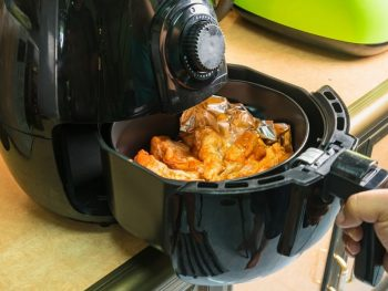 can you use foil in an air fryer